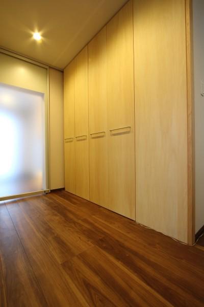 廊下4 (高齢のご両親様の身を案じ、バリアフリー対策を施した住宅:コンクリート住宅の構造体を残した室内全面スケルトンリフォーム)