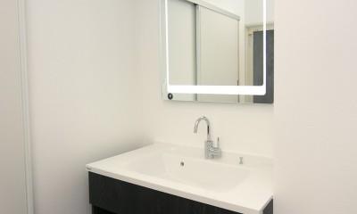 「バリアフリー」と「心地よさ」をかなえた シニア向けリフォーム:コンクリート住宅のリノベーション (洗面化粧台)