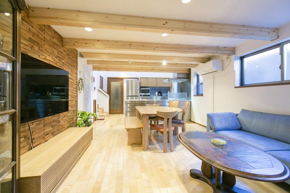木質感のある広々としたLDK (家族が集まる広々としたLDKを中心に、居心地と家事効率を両立させた住まい。)