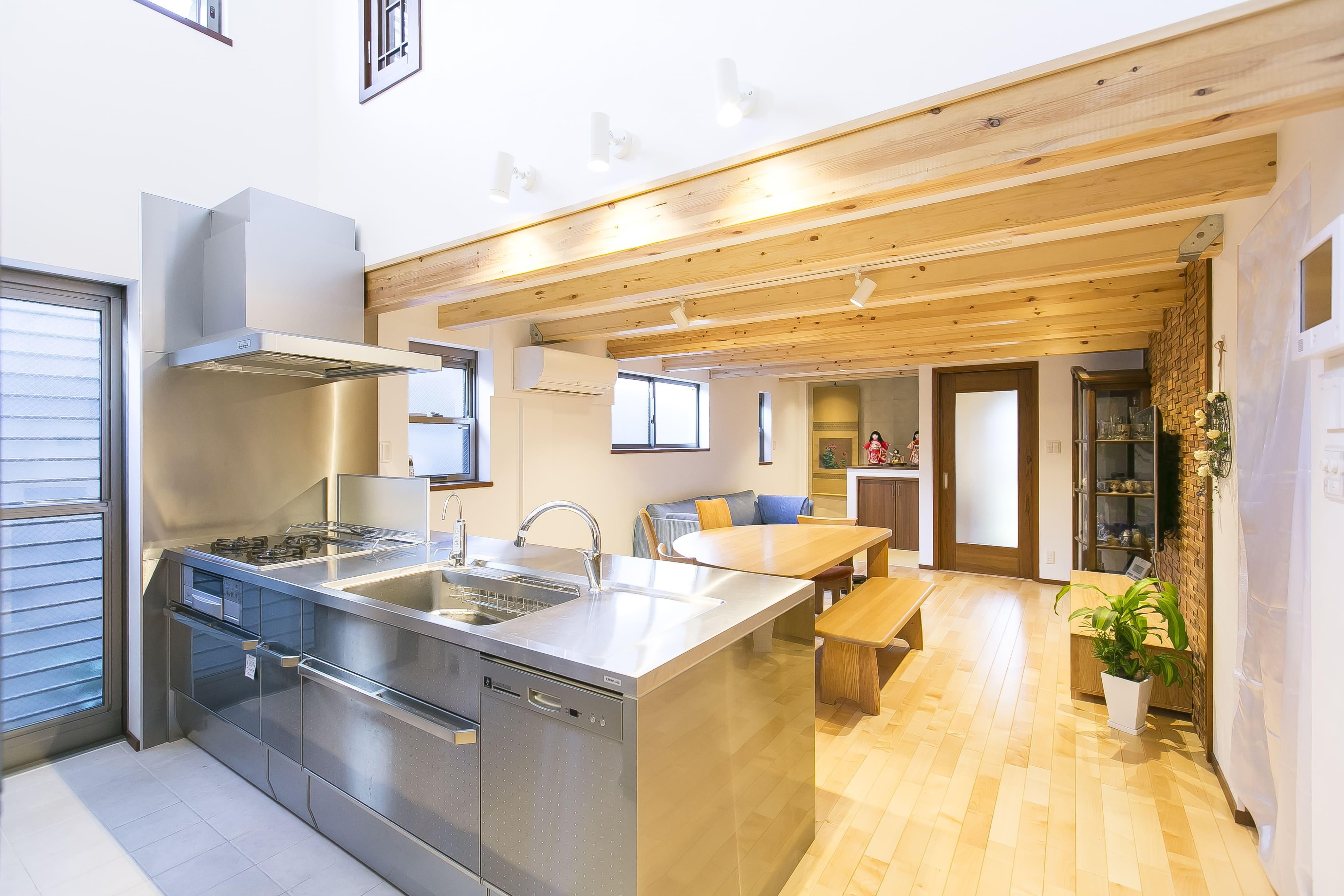 キッチン事例:LDを見渡せるキッチン(家族が集まる広々としたLDKを中心に、居心地と家事効率を両立させた住まい。)