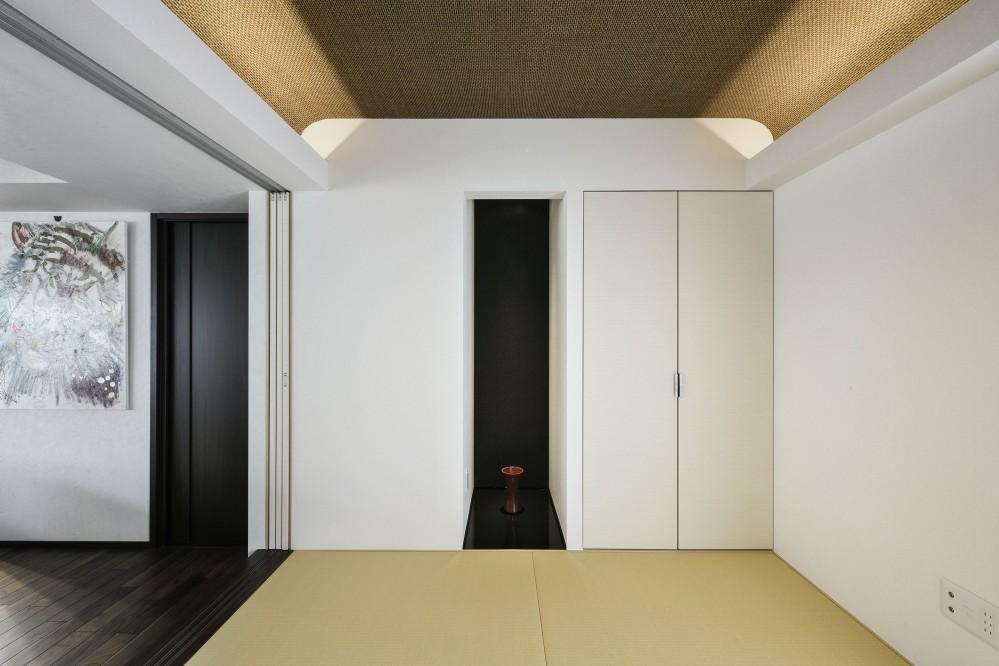 中古マンションを購入してリフォーム。木やタイルの素材感を活かした空間を実現。 (小上がりの和室)