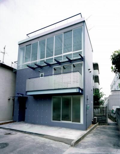 外観 (ポップなカラーが映える鉄骨構造の狭小住宅(Kid`s House))