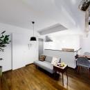 インナーバルコニーのある開放的な家の写真 家事導線を重視したリビングダイニングキッチン