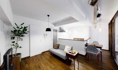 家事導線を重視したリビングダイニングキッチン|インナーバルコニーのある開放的な家