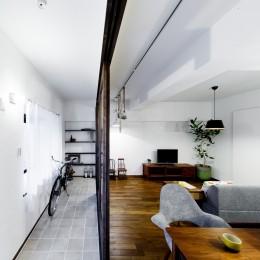 インナーバルコニーのある開放的な家