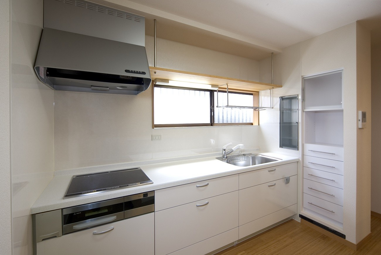 キッチン事例:キッチン(ペット(愛犬)と暮らす広いリビングが中心の自然素材住宅)