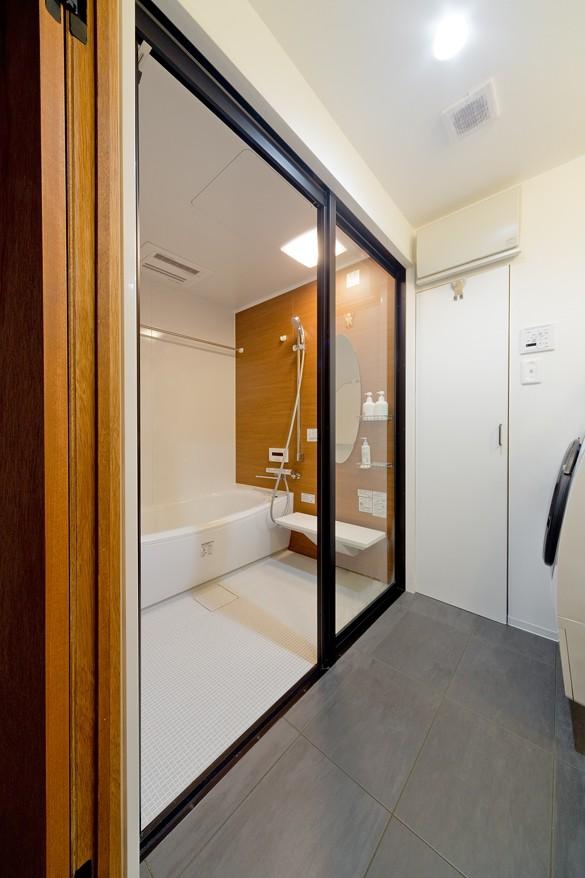 バス/トイレ事例:お風呂(表情の違う木目を楽しんで)
