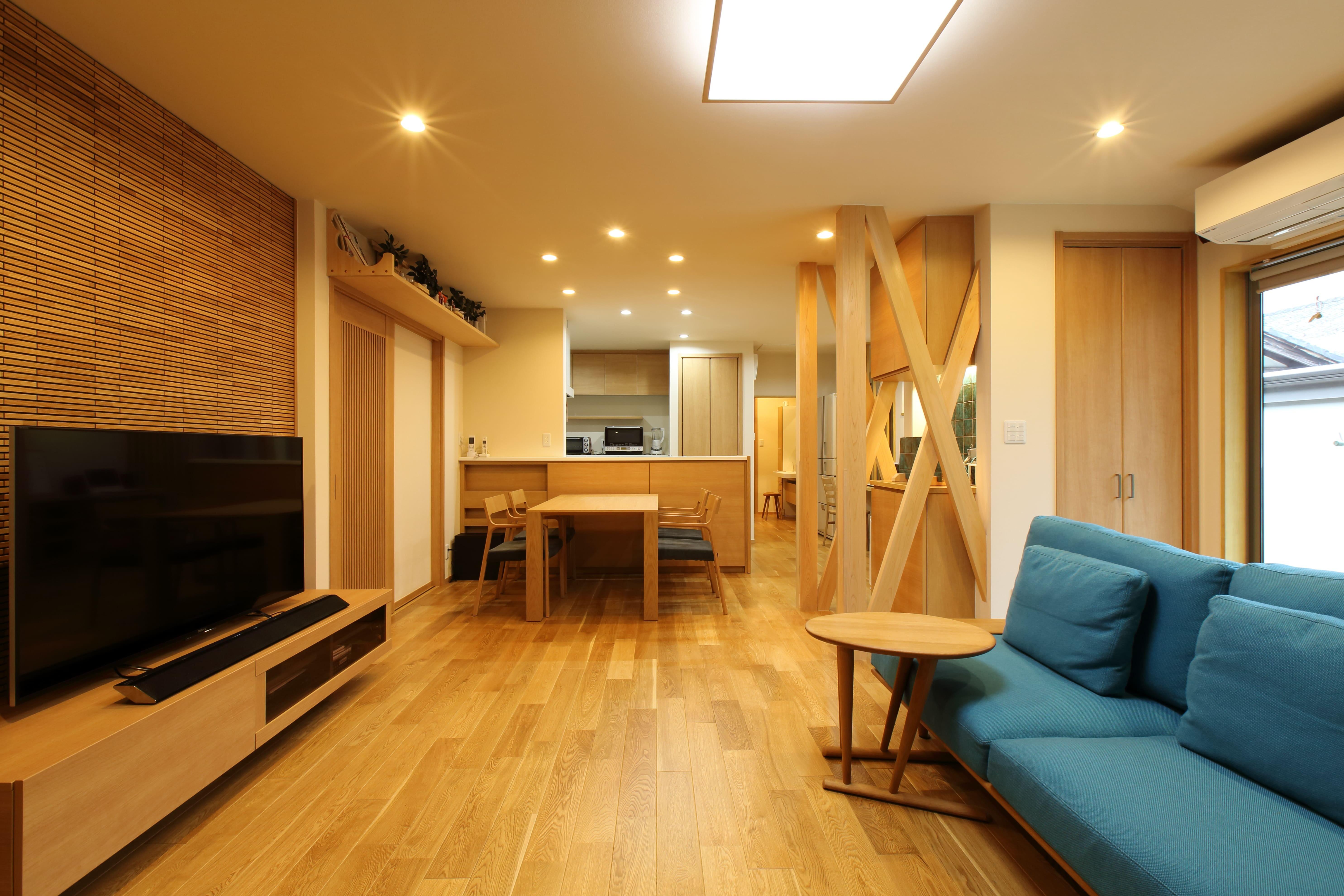 リビングダイニング事例:和室と廊下を繋げてひとつの空間にしたLDK。(将来の夫婦二人の生活を見据えて、1階部分だけで暮らせる住まいにリフォーム。)