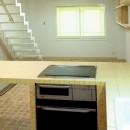 店舗(自然派日用品)付き住宅のリフォームの写真 ダイニングキッチン(L字型カウンターは、木製+タイル張り)