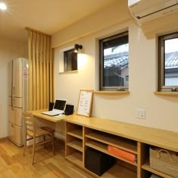 キッチン横を書斎スペースとして活用 (将来の夫婦二人の生活を見据えて、1階部分だけで暮らせる住まいにリフォーム。)