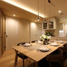 オフホワイトを基調にした内装に (中古住宅を購入してリフォーム。住みやすさとデザイン性の高さを兼ね備えた住まいに。)