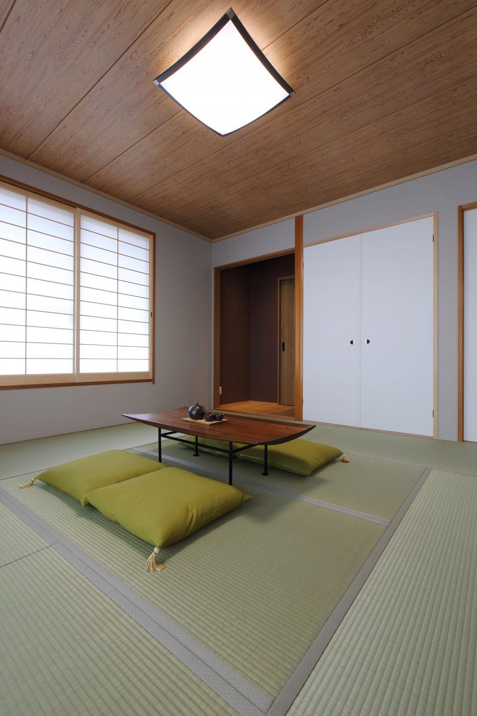 中古住宅を購入してリフォーム。住みやすさとデザイン性の高さを兼ね備えた住まいに。 (障子を取り替えて明るい和室に)