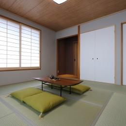 障子を取り替えて明るい和室に (中古住宅を購入してリフォーム。住みやすさとデザイン性の高さを兼ね備えた住まいに。)