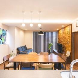 2階を増築して、デザイン性の高い上下分離型の二世帯住宅にリフォーム。