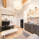 2階を増築して、デザイン性の高い上下分離型の二世帯住宅にリフォーム。の写真 家具のようなデザイン性の高いミニキッチンを新設