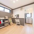 2階を増築して、デザイン性の高い上下分離型の二世帯住宅にリフォーム。の写真 明るい印象の2階の寝室