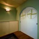 平屋に住まう:夫婦二人に ちょうどいいシンプルな住まいの写真 玄関