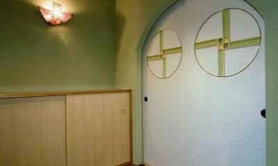 平屋に住まう:夫婦二人に ちょうどいいシンプルな住まい (玄関)