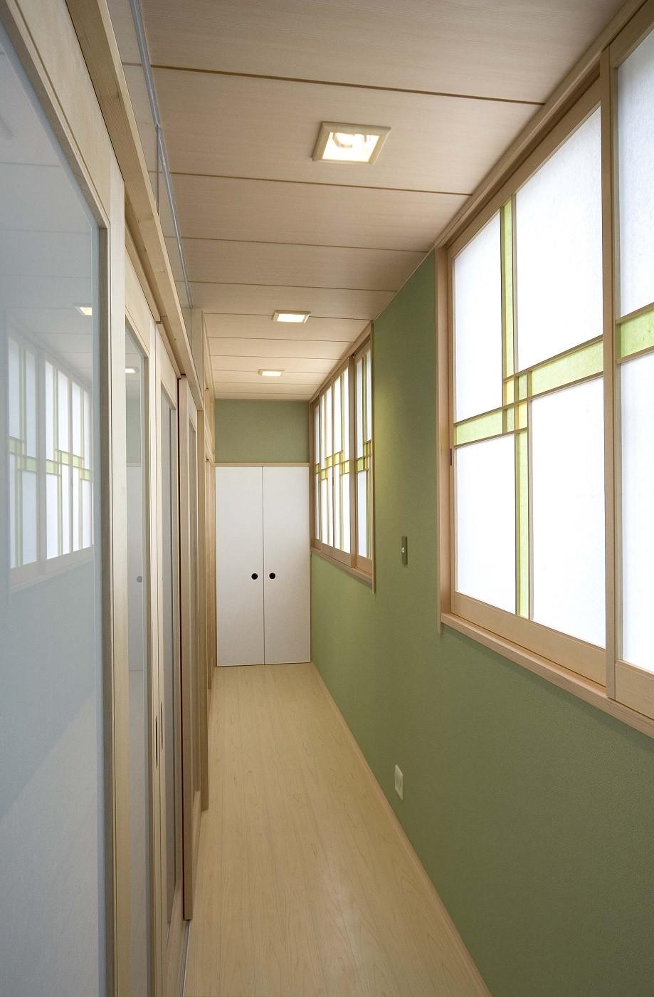 床暖房があるバリアフリー対策の平屋建て住宅|超高気密高断熱の住まい (廊下)
