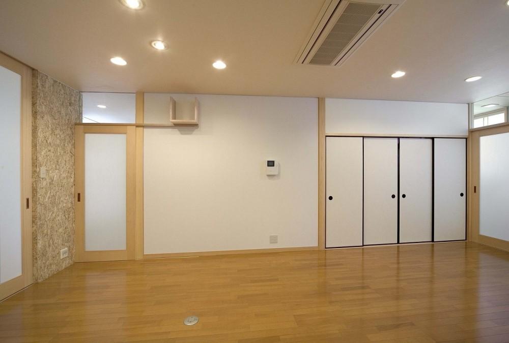 床暖房があるバリアフリー対策の平屋建て住宅|超高気密高断熱の住まい (ダイニング)