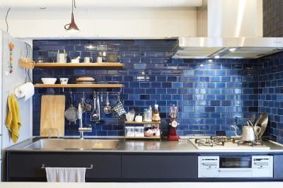 キッチン (menue-思い出の家具を中心に、家族団らんを楽しめる住まいを)