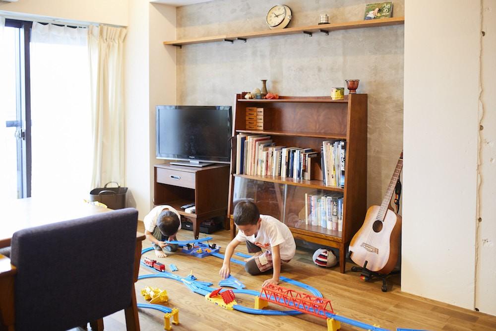 リビングダイニング事例:リビング(menue-思い出の家具を中心に、家族団らんを楽しめる住まいを)