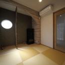 二世帯住宅を単世帯へ。明るく暖かいLDをはじめ、1階を中心にした快適な住まい。の写真 和室は縮小し、黄金色の目積畳を敷いて一新。