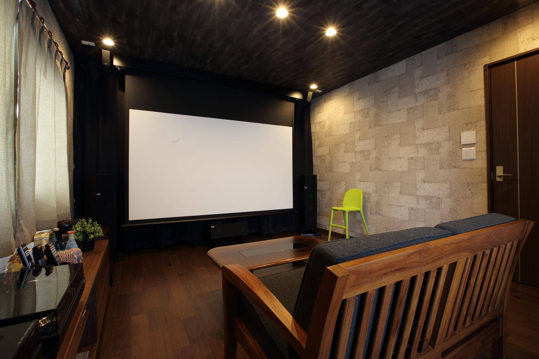 その他事例:映画鑑賞が趣味だというご主人の希望で2階の一室をシアタールームに。(二世帯住宅を単世帯へ。明るく暖かいLDをはじめ、1階を中心にした快適な住まい。)