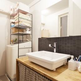 menue-思い出の家具を中心に、家族団らんを楽しめる住まいを (洗面所)