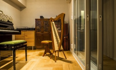 家族の思いを受け継いだ音楽と絵に囲まれた空間 (防音室)