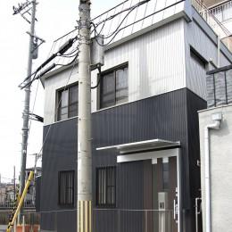 外観-2 (ホームエレベーターがあるバリアフリー住宅|遮音・防音構造の住宅(ガレージハウス))