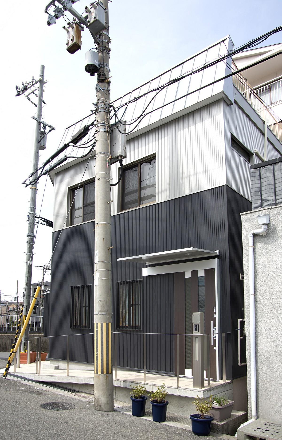 外観事例:外観-2(ホームエレベーターがあるバリアフリー住宅|遮音・防音構造の住宅(ガレージハウス))