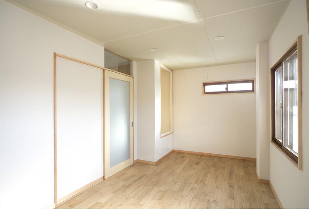 ホームエレベーターがあるバリアフリー住宅|遮音・防音構造の住宅(ガレージハウス) (洋室(執務室・趣味の部屋))