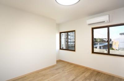 寝室(ベッドルーム) (ホームエレベーターがあるバリアフリー住宅|遮音・防音構造の住宅(ガレージハウス))
