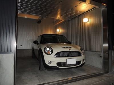 愛車満喫の ガレージハウス (ホームエレベーターがあるバリアフリー住宅|遮音・防音構造の住宅(ガレージハウス))