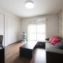 外観は純和風のままに、室内はアーバンモダンの洗練されたデザインへとリフォーム。の写真 和室を洋室に変更。