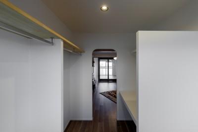 3畳の広さのウォークインクローゼット (ファッションを楽しむご夫婦のための家)
