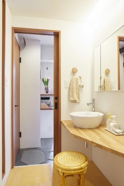 洗面所 (Licht-縁側に障子…今の暮らしに合わせた和の空間)