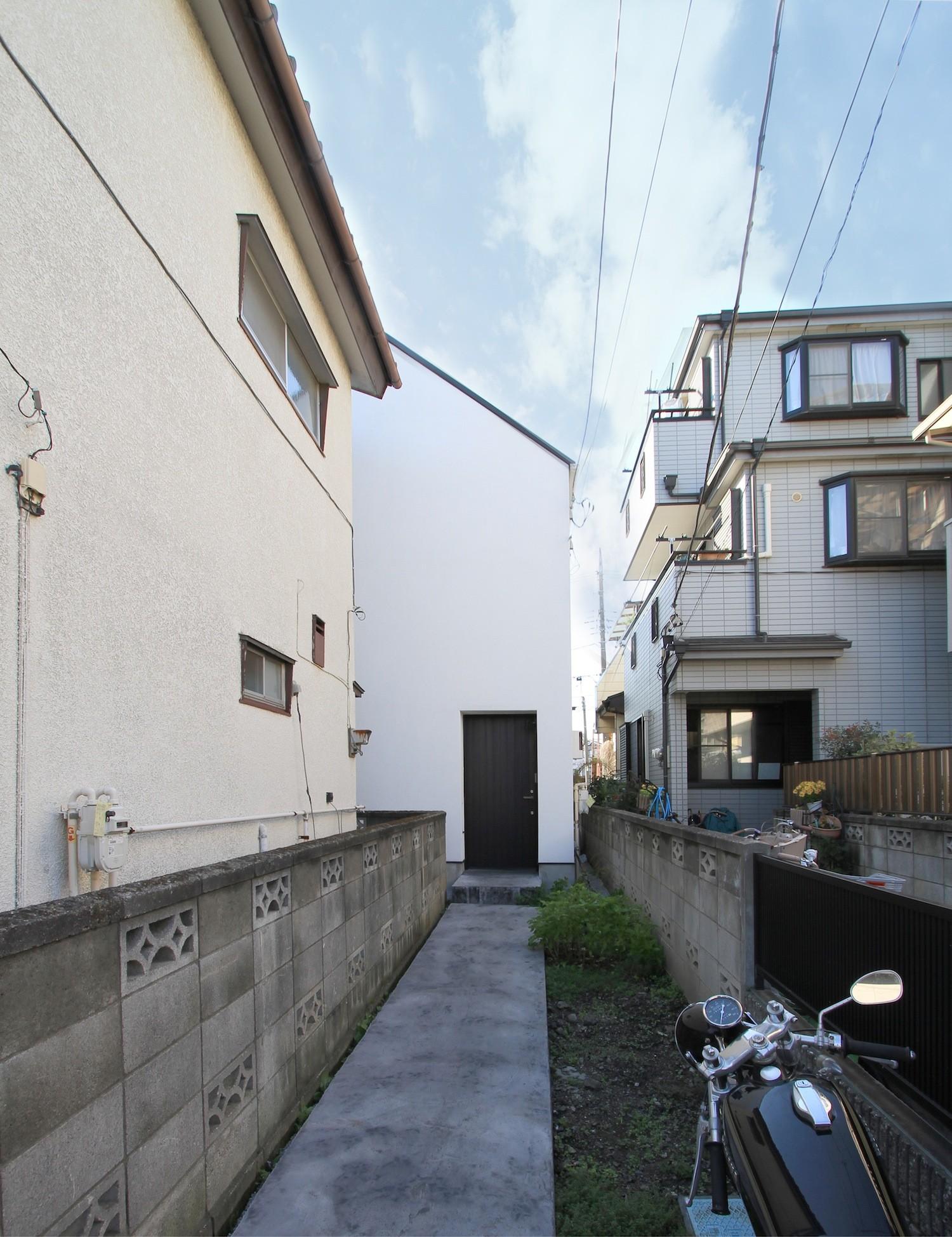 外観事例:旗竿敷地での外観(さいたまの旗竿敷地の家 OUCHI-21)