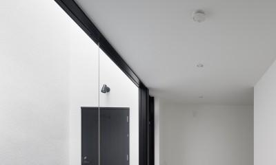 さいたまの旗竿敷地の家 OUCHI-21 (玄関中庭と隣接する趣味室)