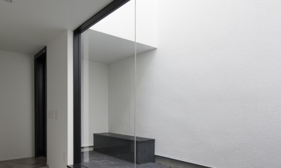 玄関光庭に開く趣味室|さいたまの旗竿敷地の家 OUCHI-21