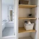 リノベーション リビングと繋がる部屋の写真 洗面所