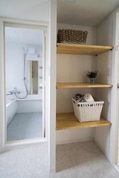 洗面所 (リノベーション リビングと繋がる部屋)
