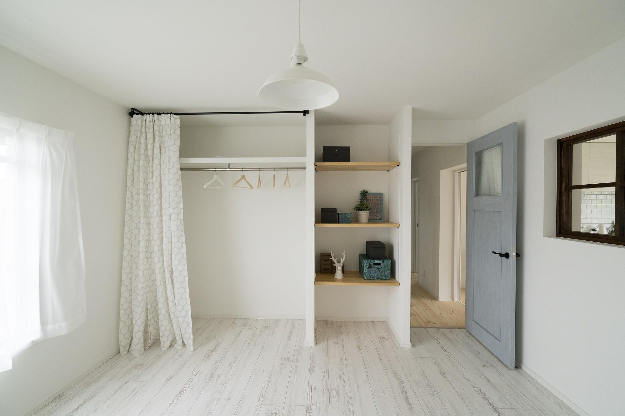 ベッドルーム事例:洋室(リノベーション リビングと繋がる部屋)