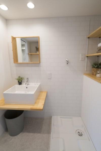 洗面所2 (リノベーション リビングと繋がる部屋)