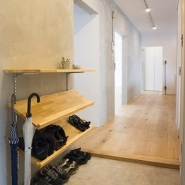 リノベーション 素朴さが自然と融合した空間 (廊下)