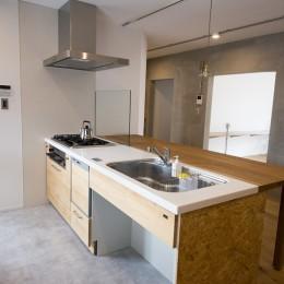 リノベーション 素朴さが自然と融合した空間 (キッチン)