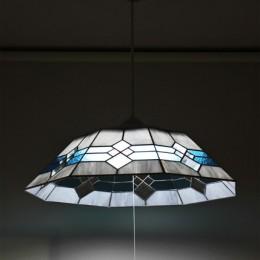 8畳用ステンドグラス照明 (周囲の電灯をOFFにして撮影)