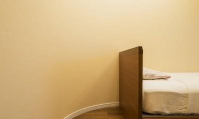 アールの壁が印象的な上質で洗練された都心の住まい (キッズルーム)