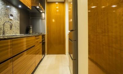アールの壁が印象的な上質で洗練された都心の住まい (キッチン)